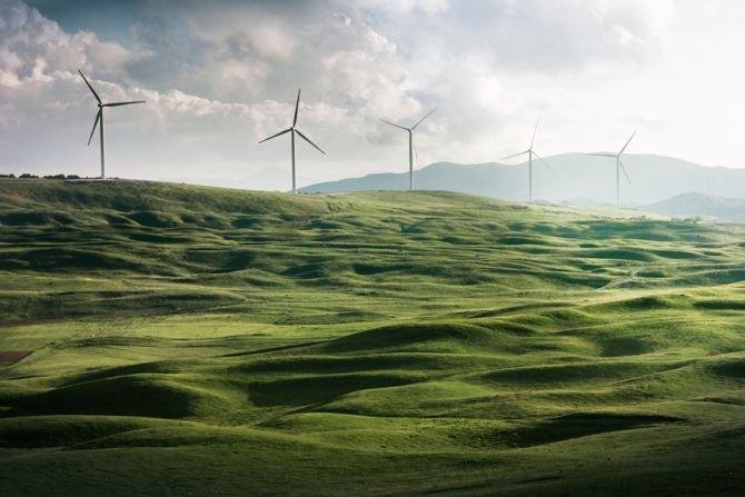 Czym są odnawialne źródła energii i dlaczego inwestycja w OZE się opłaca?