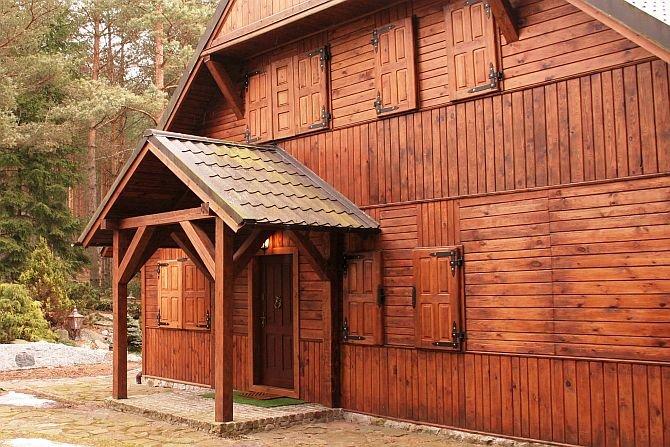 Jak dobrać drzwi do drewnianego domu?