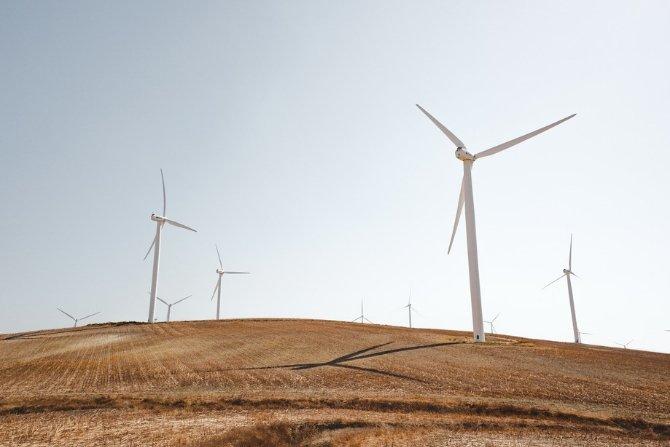Państwa UE muszą zmienić krajowe plany energetyczne i klimatyczne