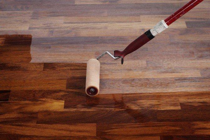 Czy olejowaną podłogę można polakierować?