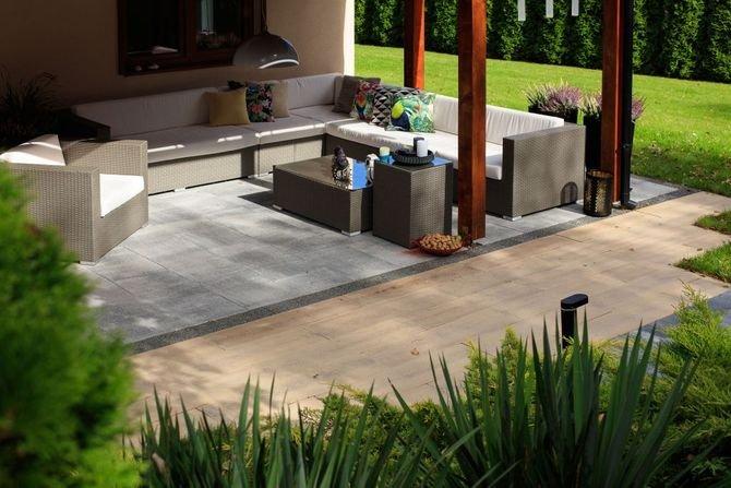 Pomysł na taras - betonowe deski imitujące drewno