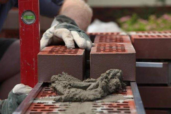 Jak zbudować ogrodzenie z cegieł klinkierowych?