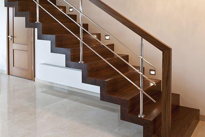 Wybieramy schody: kręcone czy proste?