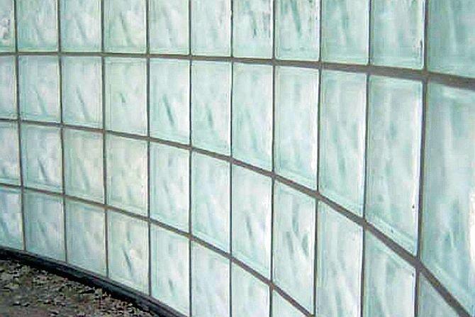 Jak postawić ściankę z luksferów – krok po kroku