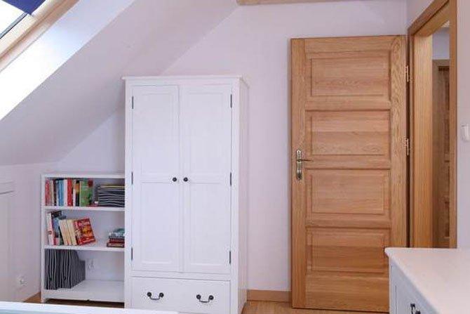 Jak dbać o drewniane drzwi?