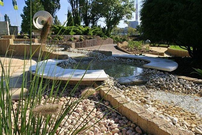 Płynąca woda w ogrodzie