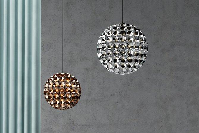 Lampa z złożona z ponad setki reflektorów