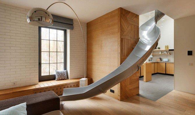 Zjeżdżalnia w nowoczesnym mieszkaniu