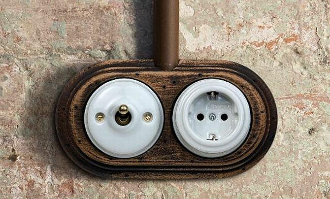 Włączniki do światła i gniazdka elektryczne w stylu retro