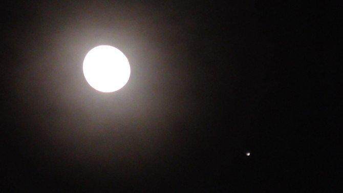 Księżyc spotkał się z Jowiszem