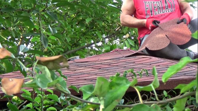 Krycie dachu altanki gontem bitumicznym część 1