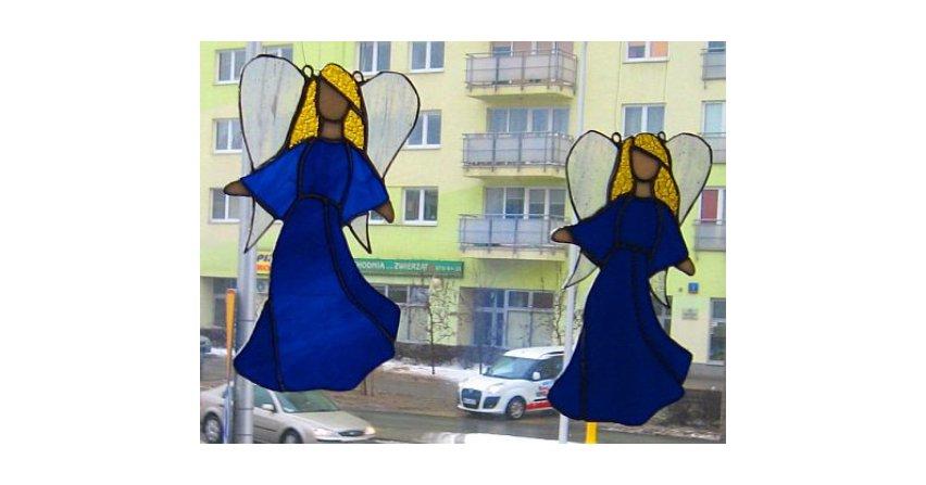 Anioły w niebieskich sukienkach