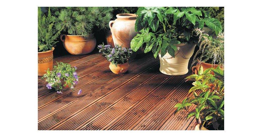 Czym zabezpieczyć drewno  Przewodnik po ochronno-dekoracyjnych produktach do drewna