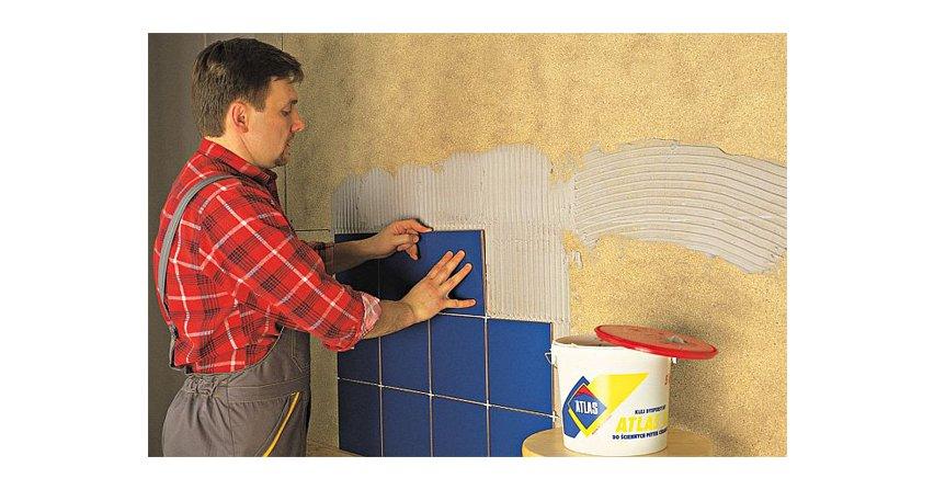 Jak przyklejać płytki na trudnych podłożach?