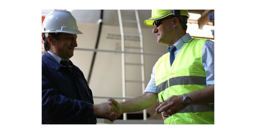 Jakie są uprawnienia i obowiązki inspektora nadzoru budowlanego?