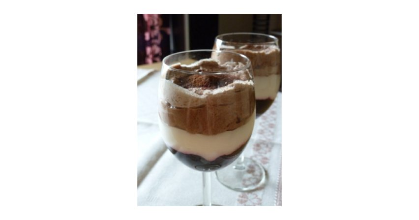 Mus czekoladowo-śmietanowy z borówkową galaretką