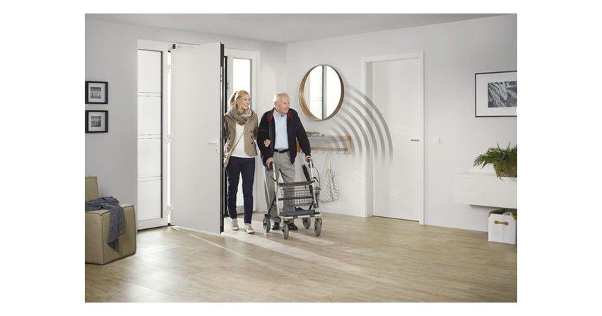 Napęd do drzwi wewnętrznych dostosowany do potrzeb seniorów