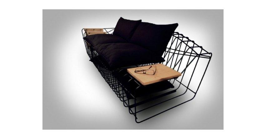 Minimalistyczna sofa z drutów