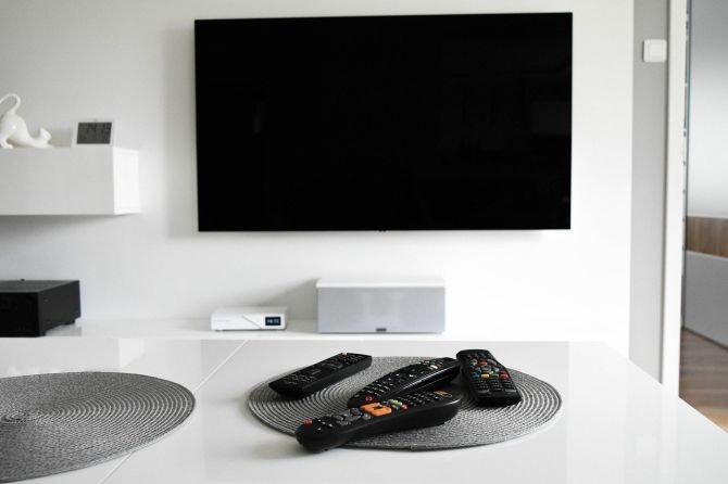 Szafka pod telewizor – jak wybrać najlepszą szafkę RTV?