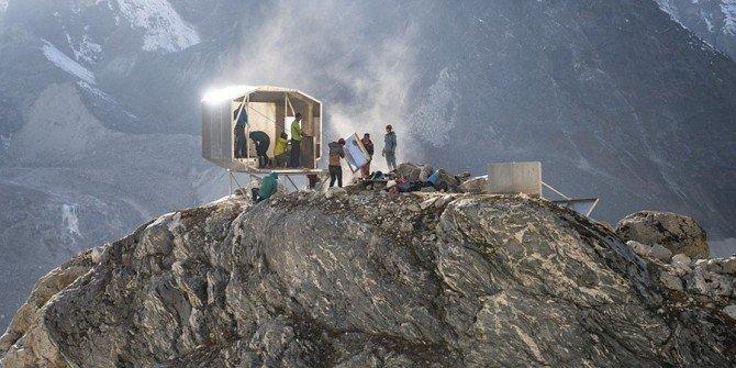 Nepal: Biwak pod wiszącą skałą