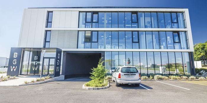 Nowoczesne elewacje – architektoniczne systemy fasadowe Kingspan Evolution