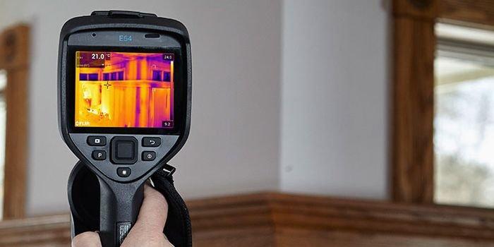 Badania szczelności budynków z wykorzystaniem kamery termowizyjnej