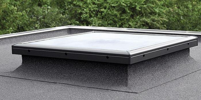 Montaż okien w dachu płaskim