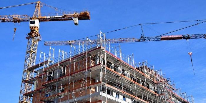 Jak długo Polacy muszą pracować na własne mieszkanie?