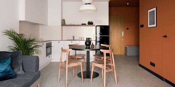 Czerwone jak cegła – nowoczesne mieszkanie w dawnej fabryce