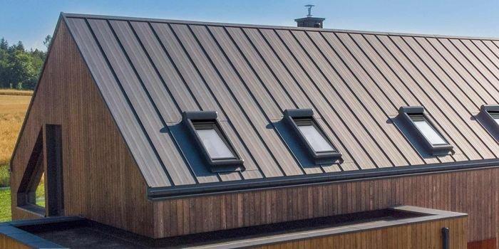 Obróbki blacharskie – ich rola na dachu