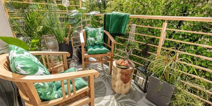 Jak urządzić balkon lub taras na wiosnę? 5 pomysłów na aranżację