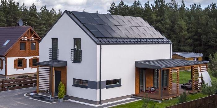 Czy instalacja fotowoltaiczna na dachu jest bezpieczna?