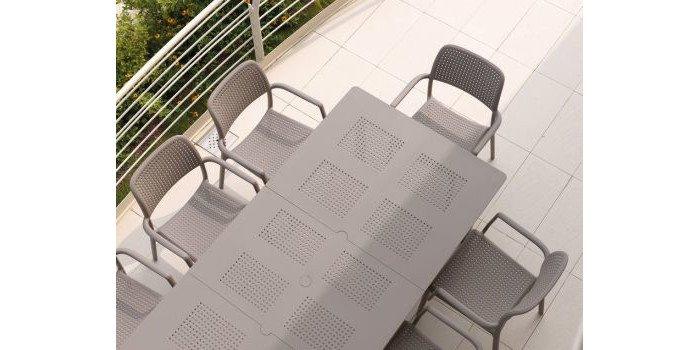 Rozkładany stół ogrodowy - idealne rozwiązanie na imprezę pod chmurką