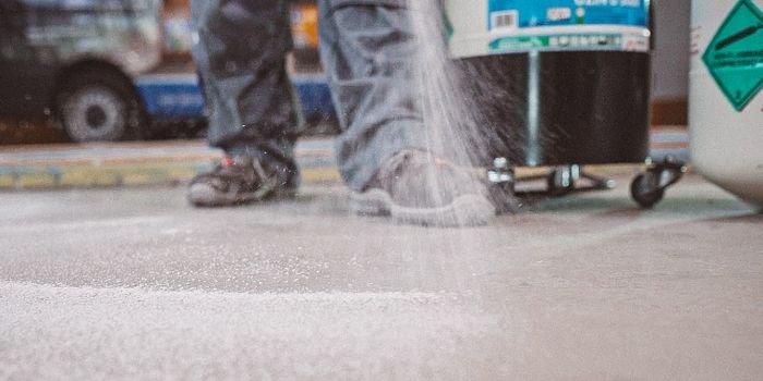UZIN U 5000 – szybki montaż okładzin podłogowych