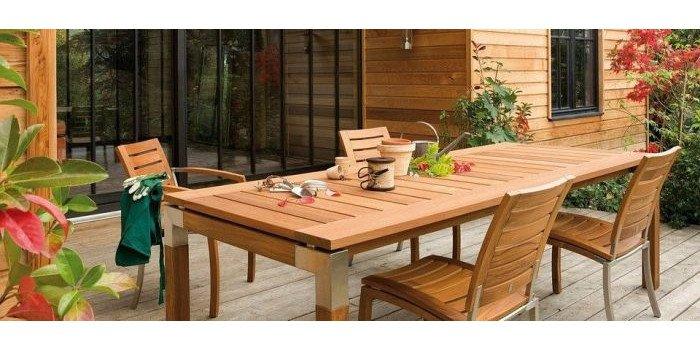 Letnie tarasowe SPA – jak pielęgnować drewniane meble ogrodowe?