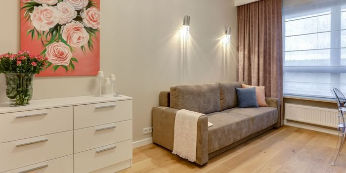 Architekt wnętrz radzi. Jak wyznaczać strefy w pomieszczeniu za pomocą oświetlenia?