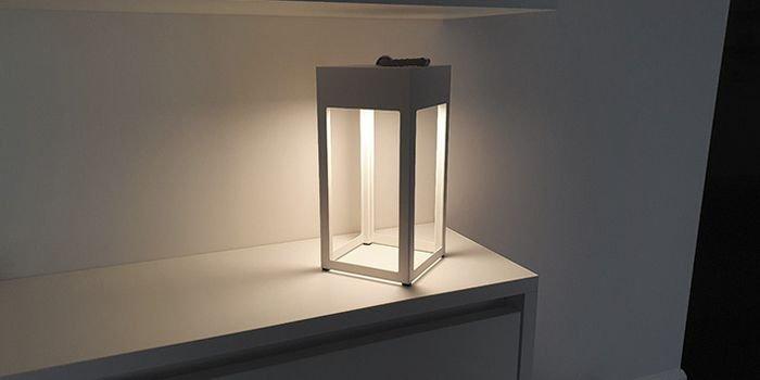 Wblasku latarni