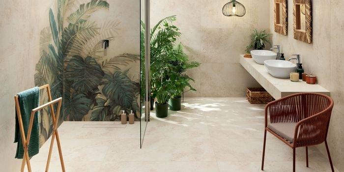 Aranżacja łazienki z dekoracją ścienną w roli głównej