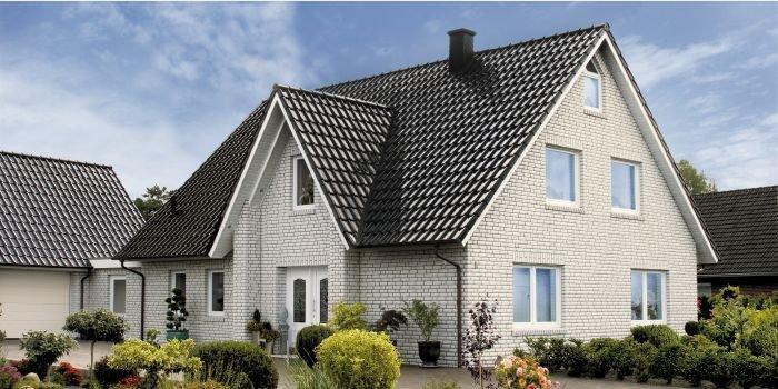 Wymiana pokrycia dachowego – jakie materiały wybrać, jak przeprowadzić remont dachu?