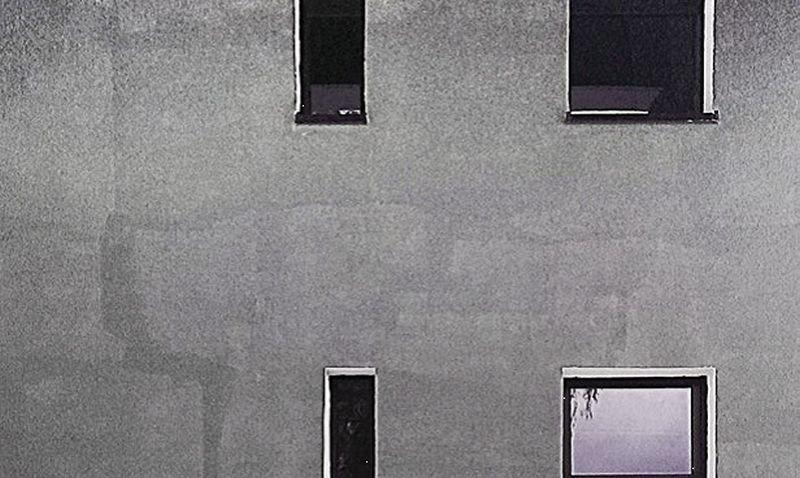 Fot. 6. Konsekwencje braku staranności przy wykonaniu ciemnego koloru na elewacji; fot.: Stowarzyszenie na Rzecz Systemów Ociepleń