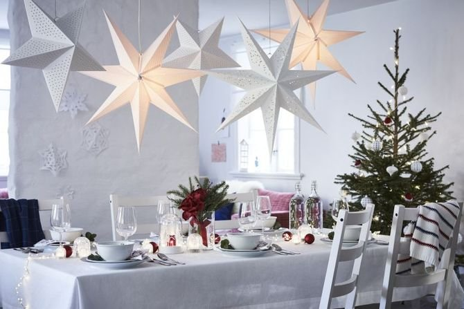 Jak udekorować świąteczny stół? Fot. IKEA