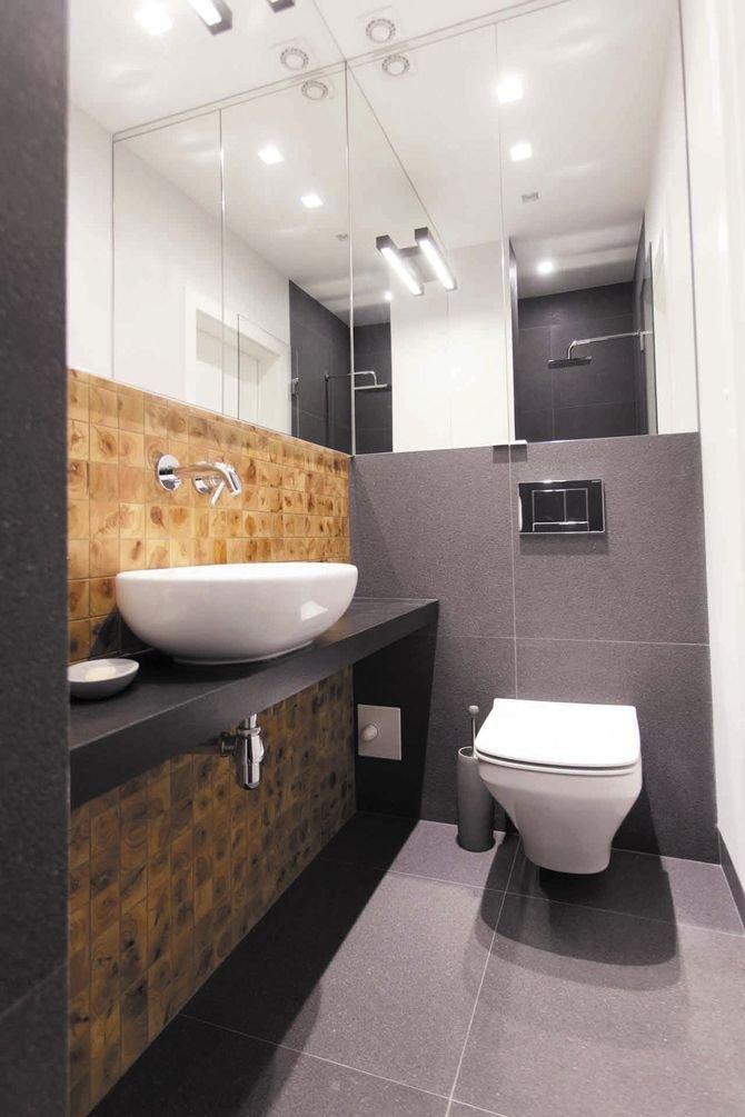 Jeśli chodzi omiski WC, dobrze wybrać miskę bez kołnierza, zbokami bez widocznych mocowań, aby uniknąć trudnych do mycia zakamarków.