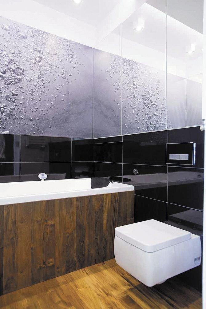 Wprzypadku bardzo małych łazienek warto się rozejrzeć za mniejszymi miskami, takimi do 50 cm długości, dzięki temu zostawimy więcej miejsca na przejście.