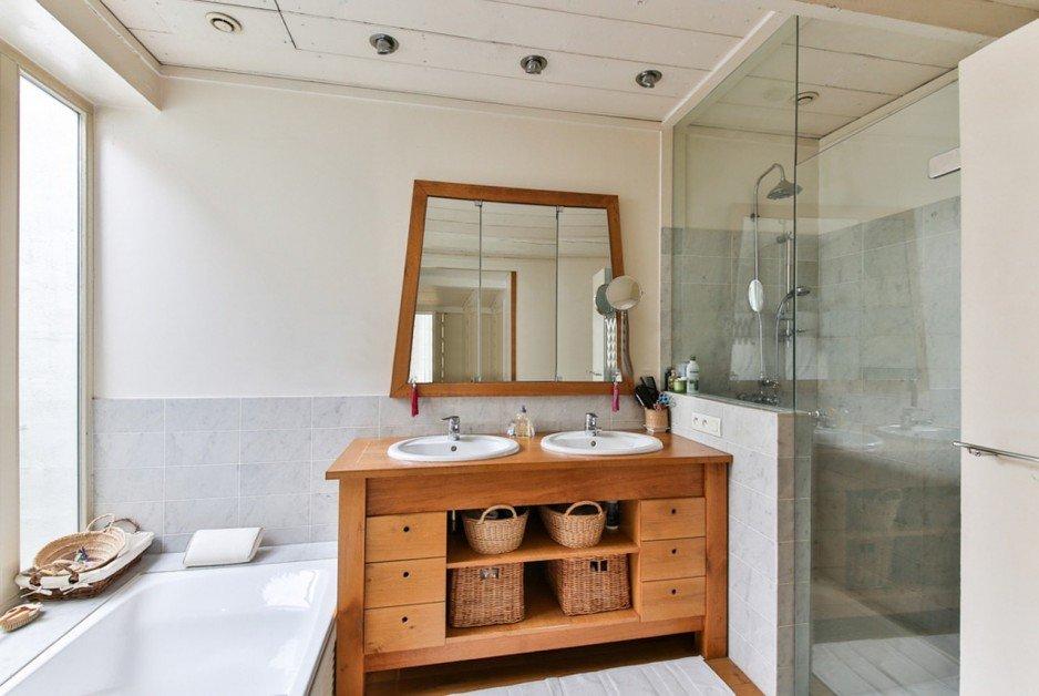5 pomysłów na aranżację łazienki z drewnem