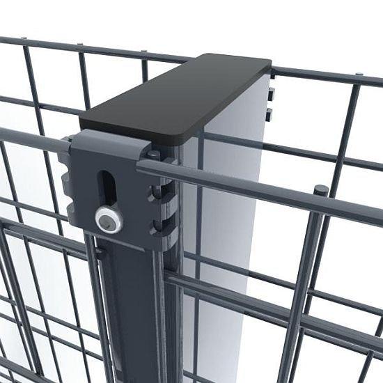 Panele przymocowuje się do obu stron słupa za pomocą złączek stalowych, przykręcanych śrubą.