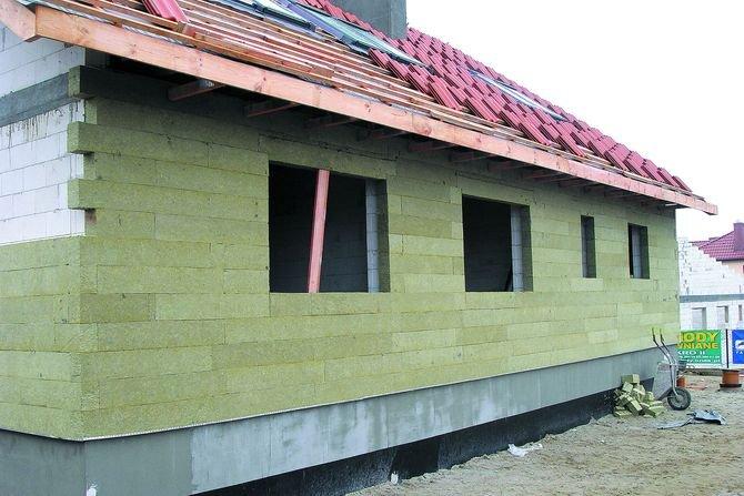 Dom energooszczędny powinien mieć odpowiednią grubość izolacji Fot. Rockwool
