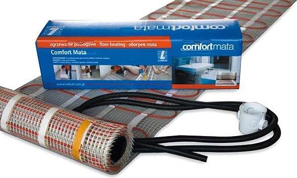 Elektryczne maty grzejne dostarczane są w gotowych zestawach o określonej mocy całkowitej i długości. Każdy komplet zawiera matę o odpowiedniej powierzchni, rurkę peszla oraz puszkę podtynkową
