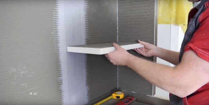 Do wykonania półki ściennej możesz wykorzystać cieńszą płytę - np. taką o grubości 30 mm. Jak ją zamocować bez tworzenia dodatkowej konstrukcji?