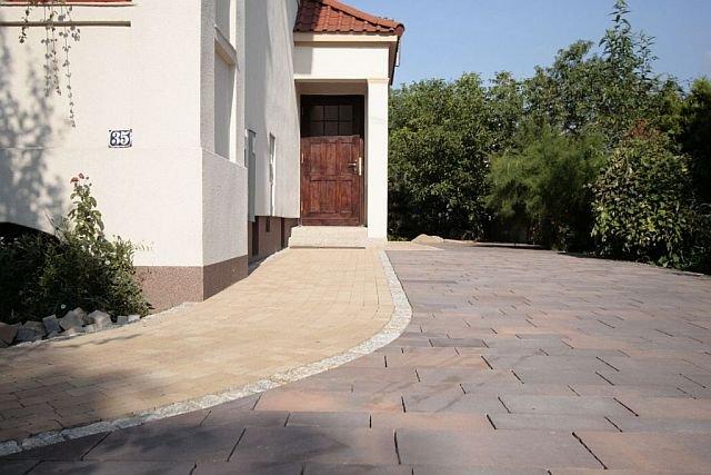 Nawierzchni wokół domu będzie piękna i trwała pod warunkiem właściwego przygotowania podłoża, czyli podbudowy.