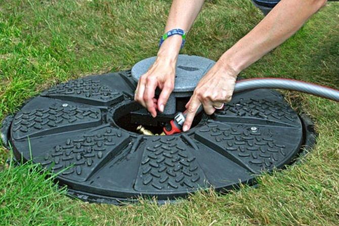 Zieleń w ogrodzie można podlewać na dwa sposoby, np. wykorzystując deszczówkę, fot. MPI Systemy dla Środowiska